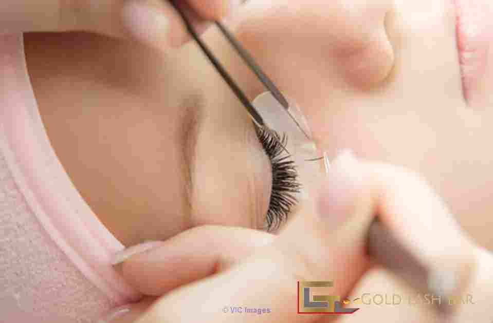 Become a Certified Eyelash Extension Professional | Gold Lash Bar ottawa